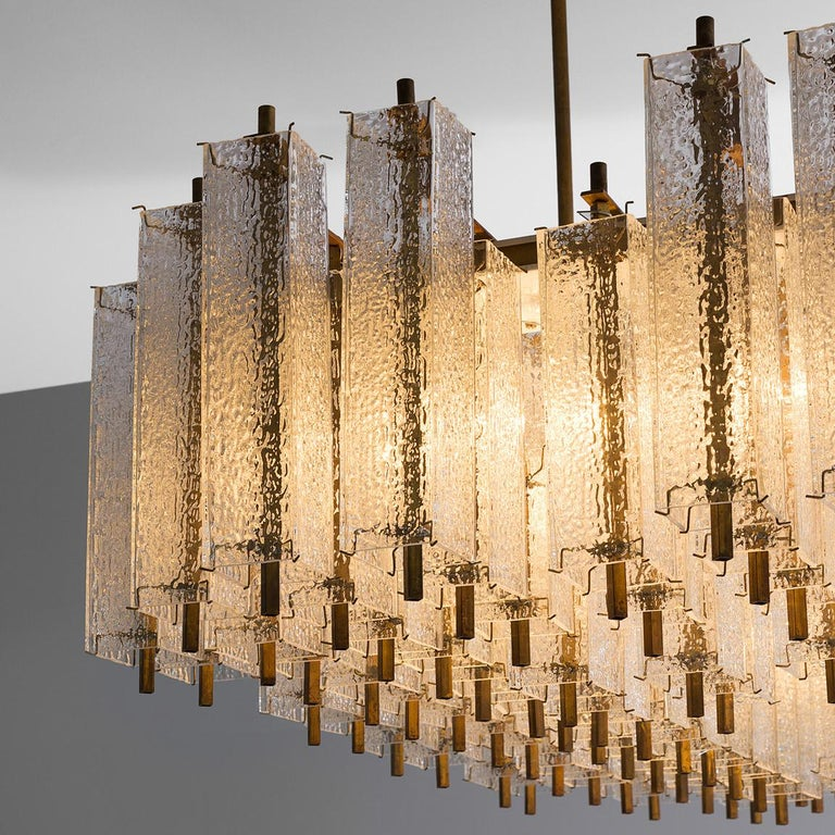 Late 20th Century Large Chandelier in Structured Glass and Brass For Sale