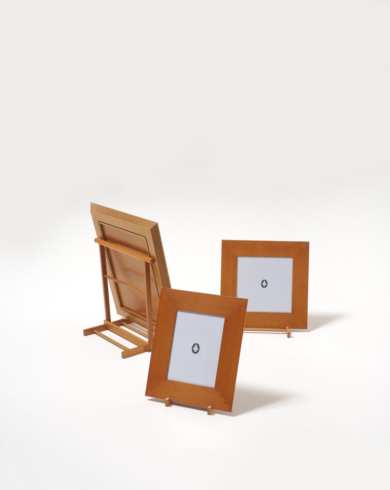The Chevalet is an easel that was created in the Bottega Ghianda atelier in the eighties, from an original Idea by Gae Aulenti for the Musée d'Orsay in Paris. It is a small folding structure made of jagged strips of solid wood, to be adjusted to fit