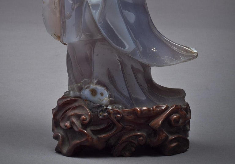 Large Chinese Agate Figure of Kuan Yin, circa 1890 In Good Condition For Sale In New York, NY