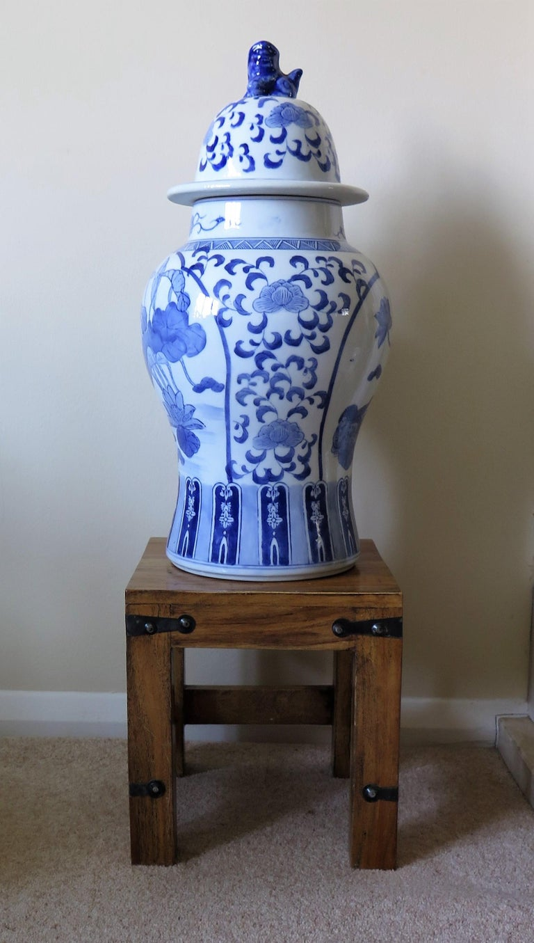 Large Chinese Lidded Vase Blue and White Porcelain Hand Painted Mid-20th Century For Sale 9