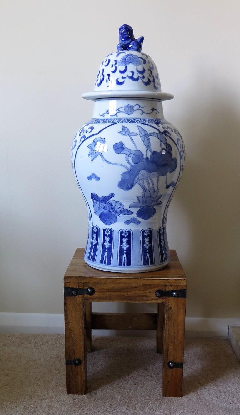 Large Chinese Lidded Vase Blue and White Porcelain Hand Painted Mid-20th Century For Sale 10