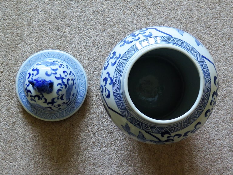 Large Chinese Lidded Vase Blue and White Porcelain Hand Painted Mid-20th Century For Sale 13