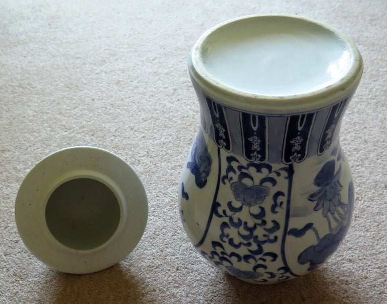 Large Chinese Lidded Vase Blue and White Porcelain Hand Painted Mid-20th Century For Sale 14