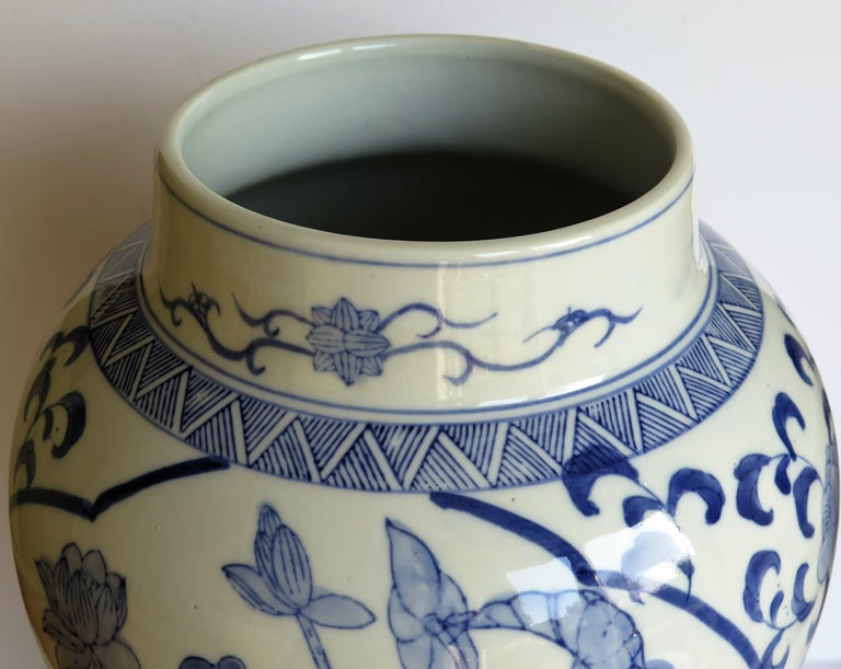 Large Chinese Lidded Vase Blue and White Porcelain Hand Painted Mid-20th Century For Sale 4