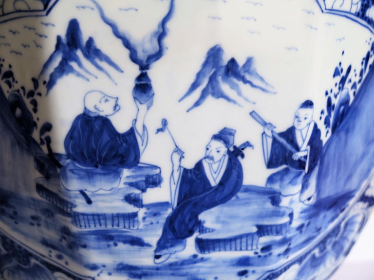 Large Chinese Porcelain Vase Hand Painted Blue and White, circa 1920 For Sale 4