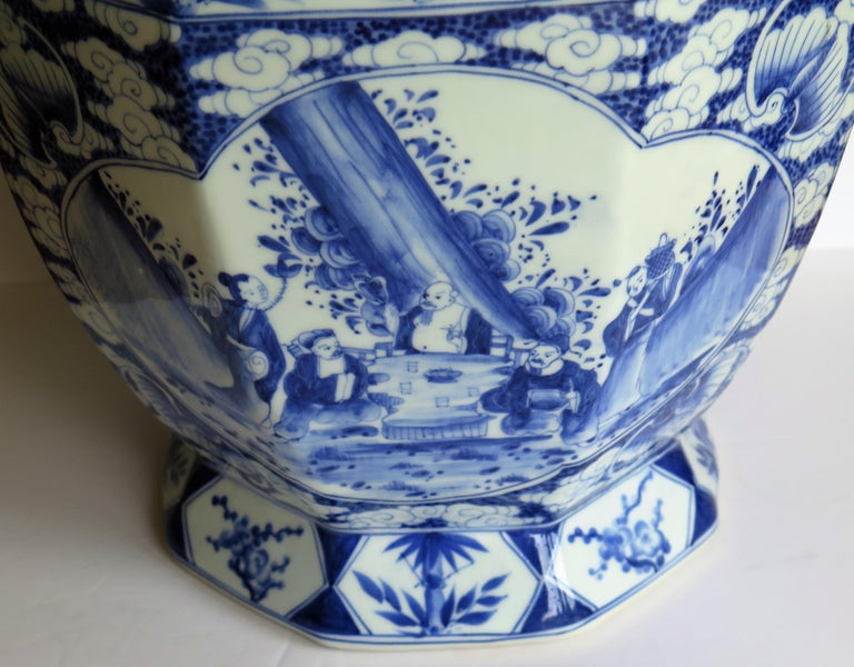 Large Chinese Porcelain Vase Hand Painted Blue and White, circa 1920 For Sale 7