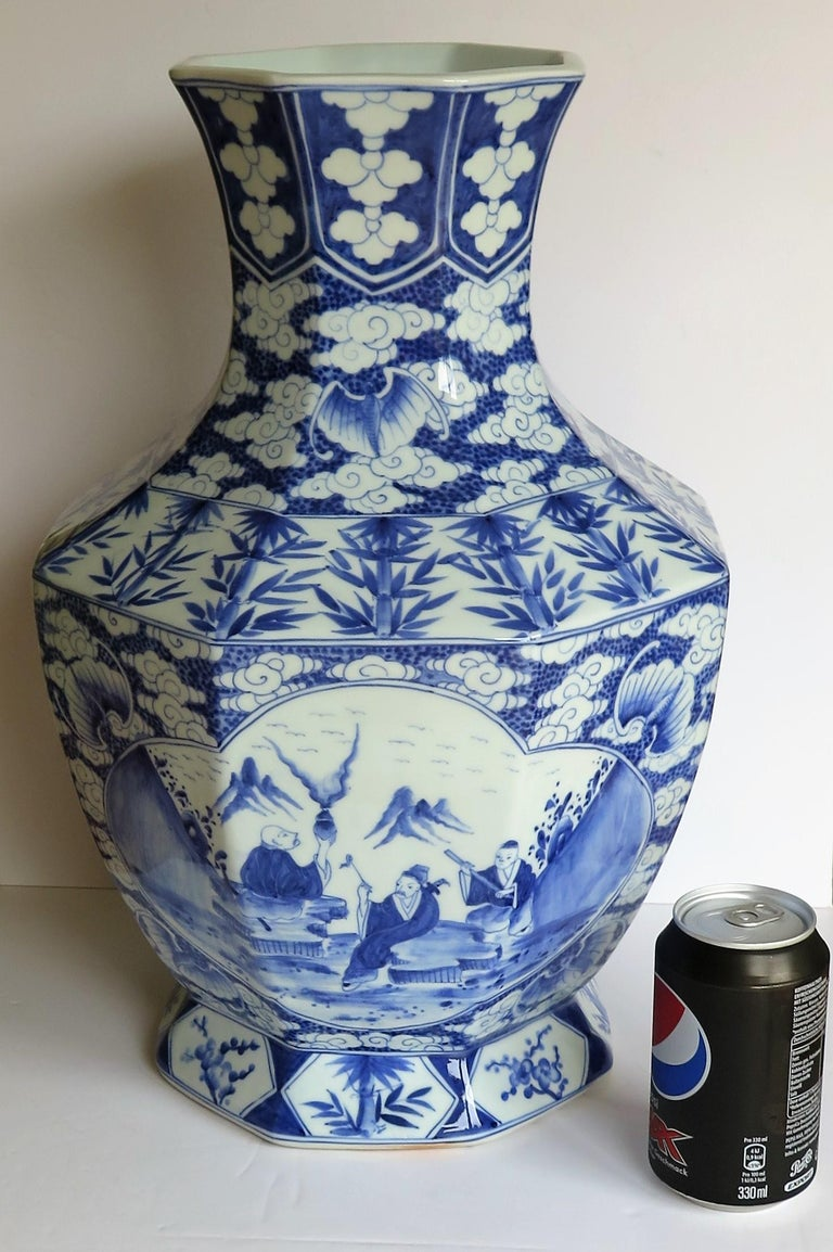 Large Chinese Porcelain Vase Hand Painted Blue and White, circa 1920 For Sale 13