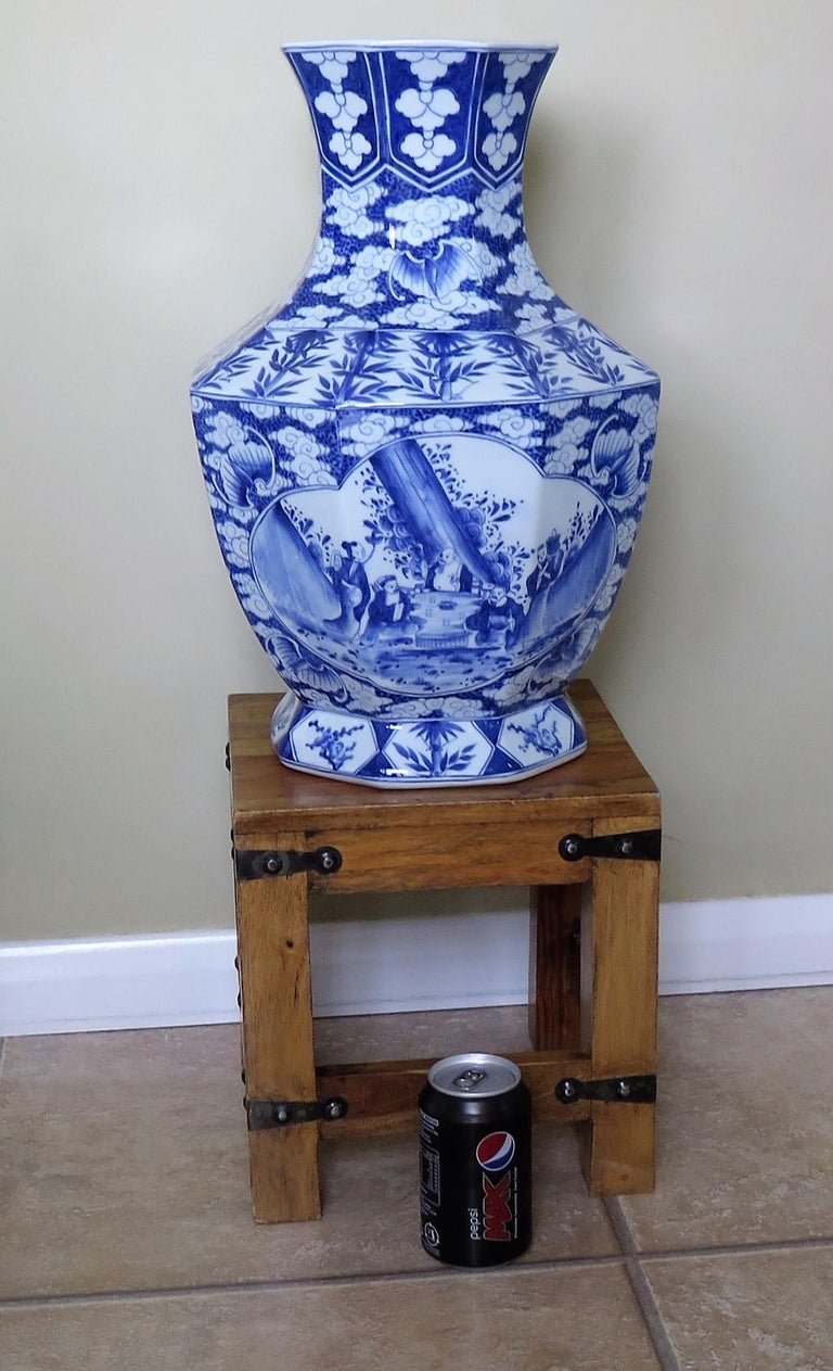 Large Chinese Porcelain Vase Hand Painted Blue and White, circa 1920 For Sale 14
