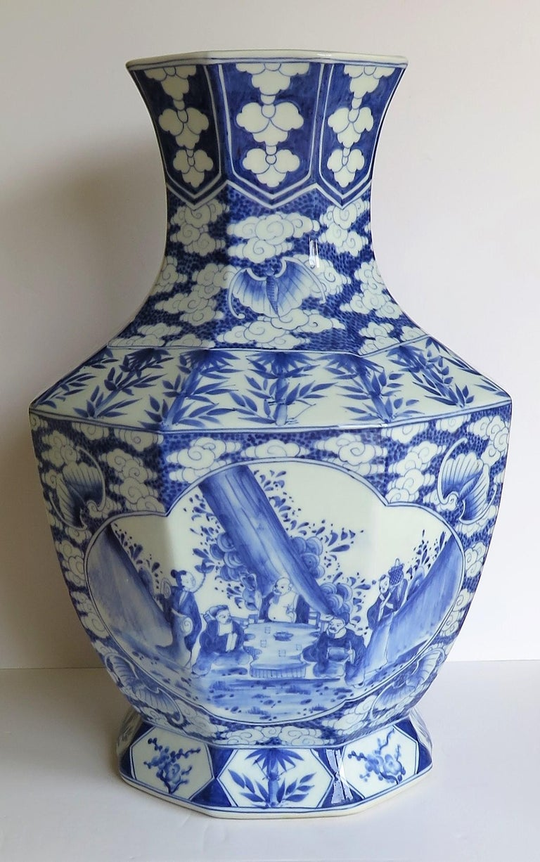 Qing Large Chinese Porcelain Vase Hand Painted Blue and White, circa 1920 For Sale