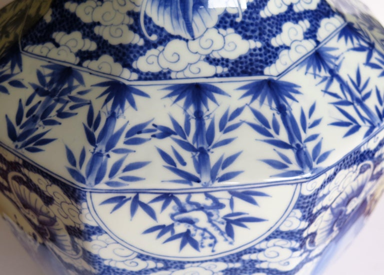 20th Century Large Chinese Porcelain Vase Hand Painted Blue and White, circa 1920 For Sale
