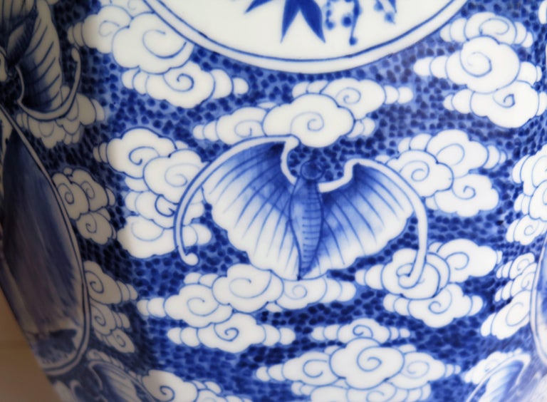Large Chinese Porcelain Vase Hand Painted Blue and White, circa 1920 For Sale 1