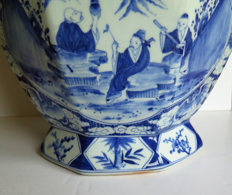 Large Chinese Porcelain Vase Hand Painted Blue and White, circa 1920 For Sale 2