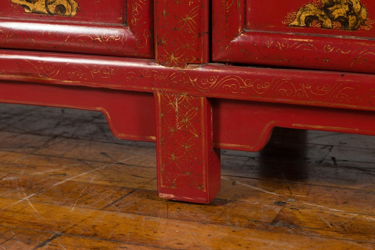 Large Chinese Shanxi Red Lacquered Sideboard with Gilded Chinoiseries Motifs For Sale 4