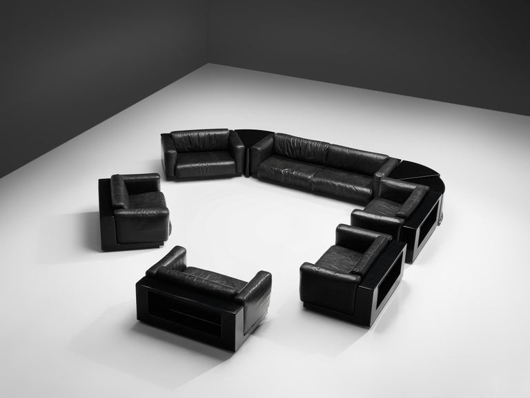 Cini Boeri for Knoll, modular set 'Gradual', black leather, fiberglass, Italy, 1970s.  This stunning black sectional sofa set was designed by Cini Boeri for Knoll. This it consists out of a three-seat sofa, five lounge chairs and two triangle side