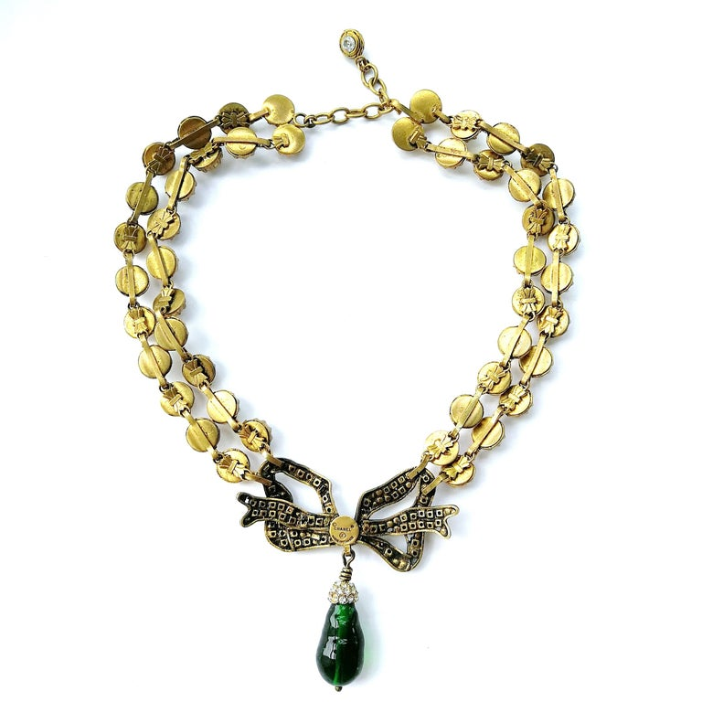 Large clear paste and emerald poured glass  'bow' necklace, Chanel, 1980s For Sale 7
