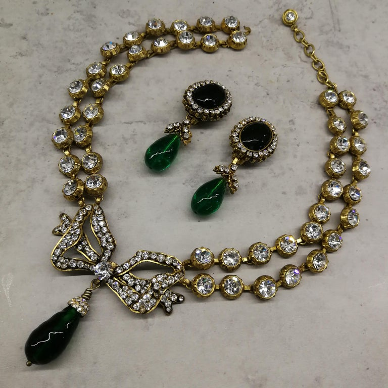 Large clear paste and emerald poured glass  'bow' necklace, Chanel, 1980s For Sale 9