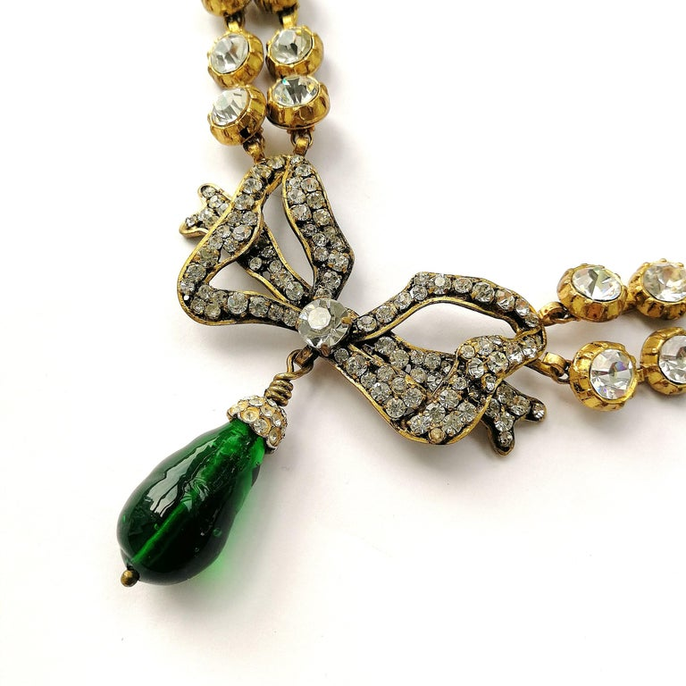 Large clear paste and emerald poured glass  'bow' necklace, Chanel, 1980s For Sale 4