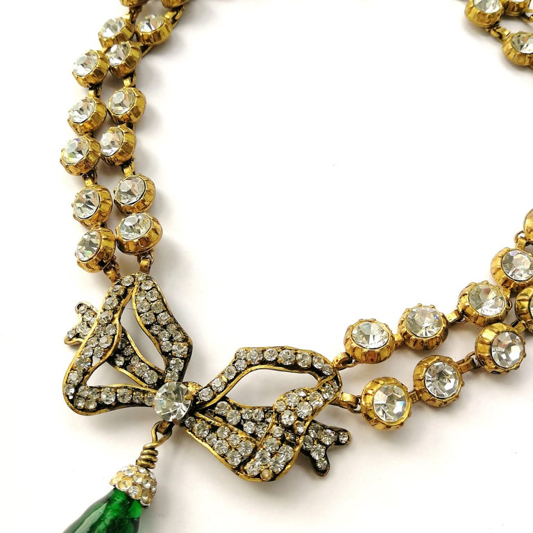 Large clear paste and emerald poured glass  'bow' necklace, Chanel, 1980s For Sale 5