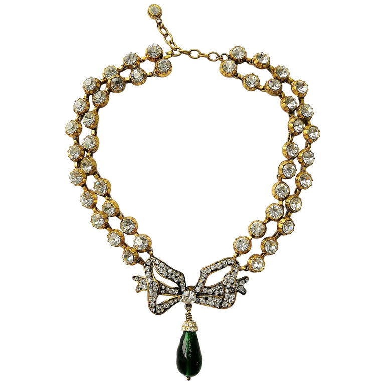 Large clear paste and emerald poured glass  'bow' necklace, Chanel, 1980s For Sale