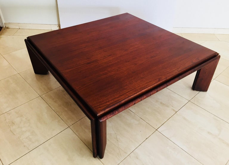 Extra large wood coffee table attributed to Afra and Tobia Scarpa. Great fine wood veneers rosewood like give this table a unique and gorgeous wood grain patterns and color. Square shape, beautiful modern contemporary design. Italy, circa 1970s.
