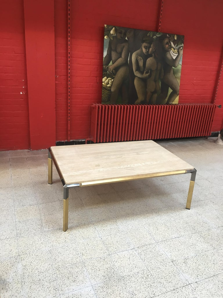 Large coffee table in travertine and brass, circa 1970. Oxidation on the metal.