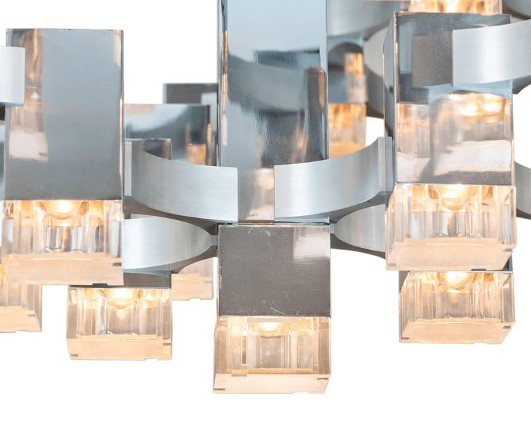 There are very few large iconic cubic Sciolari pendant lights available in the world. This impressive 57