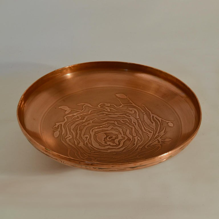 European Large Decorative Copper Bowl with Etched Motive For Sale