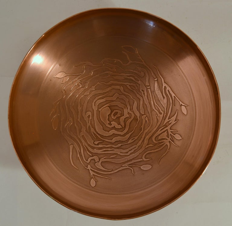 Large Decorative Copper Bowl with Etched Motive In Excellent Condition For Sale In London, GB