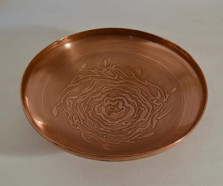 Large Decorative Copper Bowl with Etched Motive For Sale 2