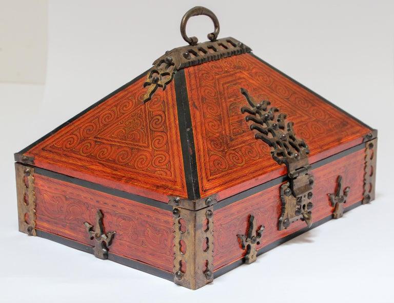 Large Decorative Jewelry Box with Brass, Kerala Nettur Petti For Sale 3