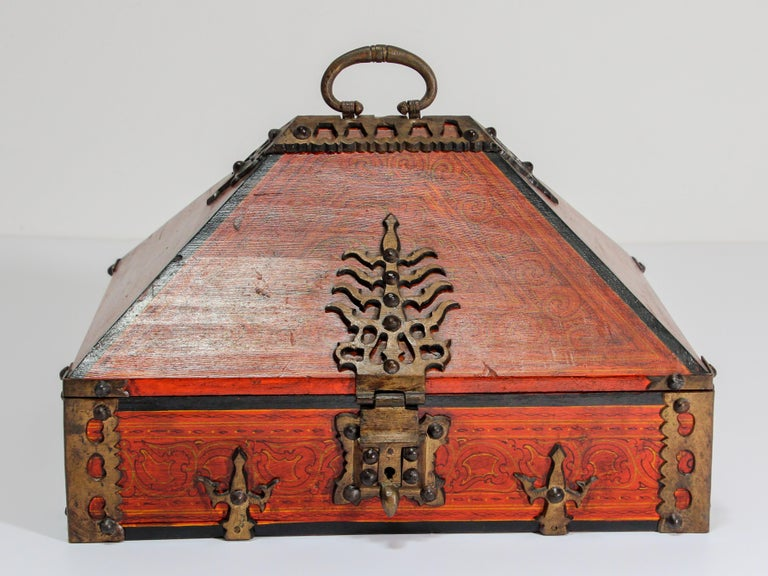 Large Ethnic Indian hand painted decorative jewelry red box with brass design. Original beautiful Kerala Netturpetti jewelry box. Handcrafted of hard wood with pyramid top form and decorated with heavy brass decorative mounts. The hinged lid having