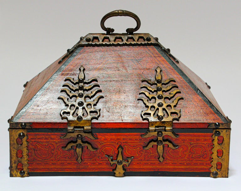 Large Decorative Jewelry Box with Brass, Kerala Nettur Petti In Good Condition For Sale In North Hollywood, CA