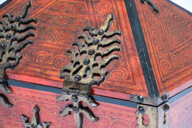 Large Decorative Jewelry Box with Brass, Kerala Nettur Petti For Sale 2