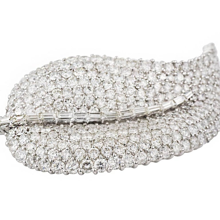 Large Diamond Leaf Brooch 8.00-9.00 Carat D/E Color In Excellent Condition For Sale In London, GB