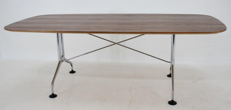 - Dining, conference, office - Very rare model - Very quality workmanship - New veneer - Very representative.