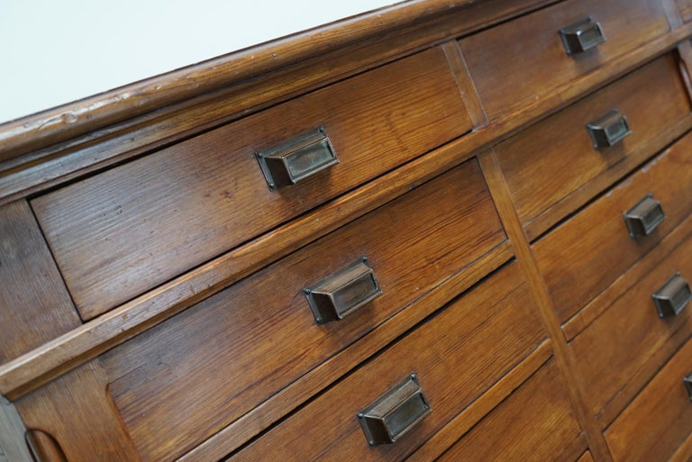 Large Dutch Pitch Pine Bank of Drawers, Early 20th Century In Good Condition For Sale In Nijmegen, NL