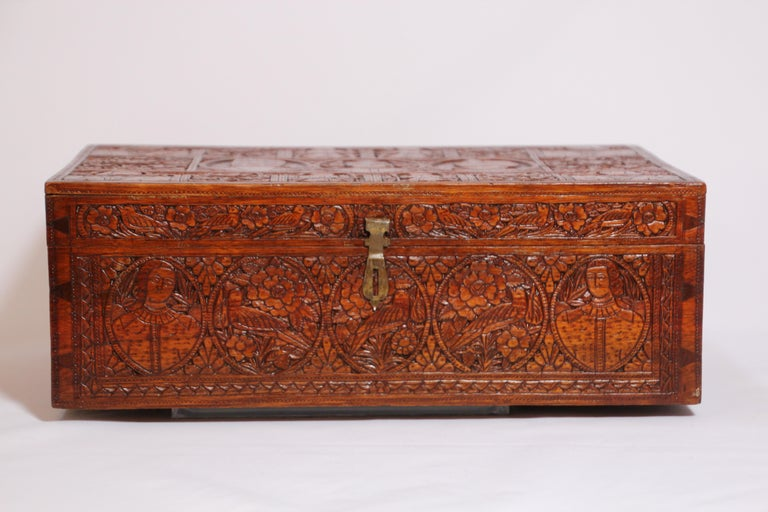Early 19th century fine antique Indo-Persian carved sandalwood wooden box. Incredibly intricate, highly detailed and deeply carved beautiful handcrafted and carved wooden box with Mughal Maharajahs Kings figures. Unique one of kind treasure