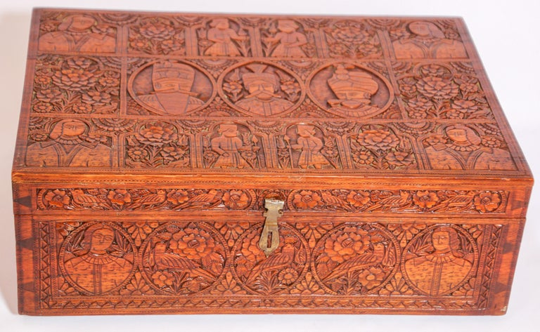 Large Early 19th Century Antique Hand Carved Wooden Mughal Decorative Box In Good Condition For Sale In North Hollywood, CA