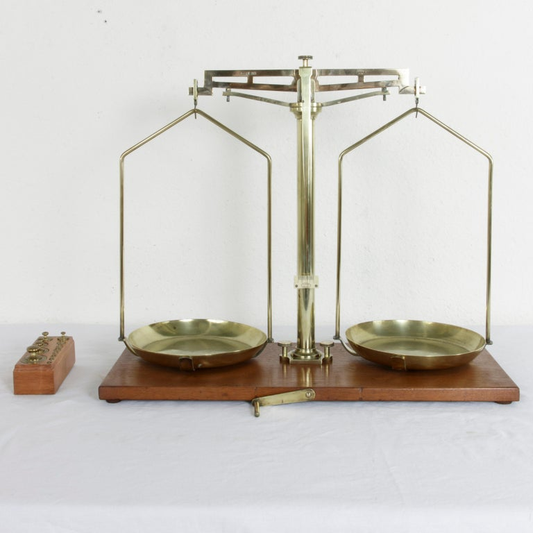 Large Early 20th Century Belgian Set of Brass Scales on Walnut Base with Weights For Sale 1