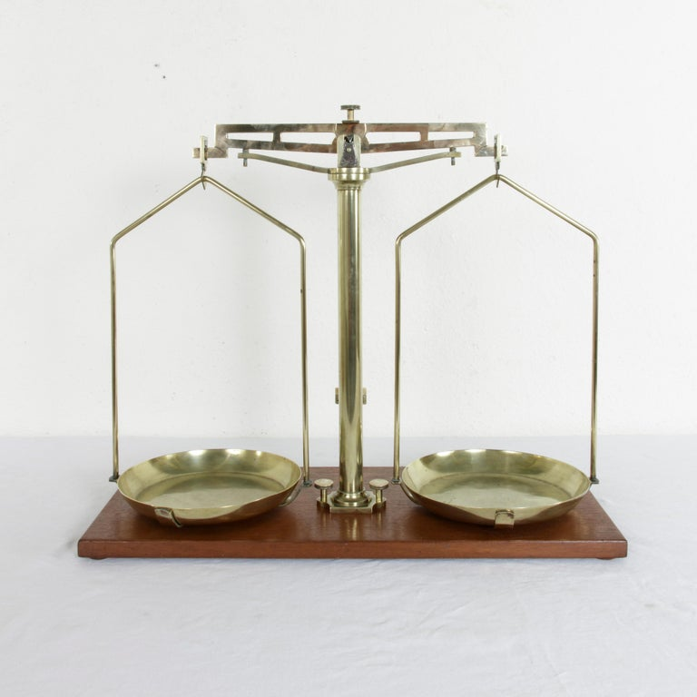 Large Early 20th Century Belgian Set of Brass Scales on Walnut Base with Weights For Sale 3
