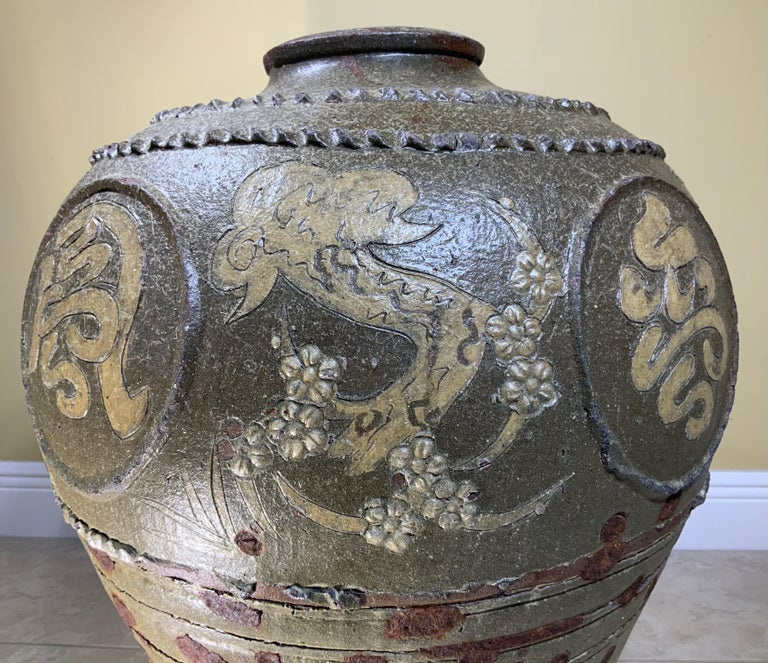 Large Early 20th Century Chinese Terracotta Jar In Good Condition For Sale In Delray Beach, FL