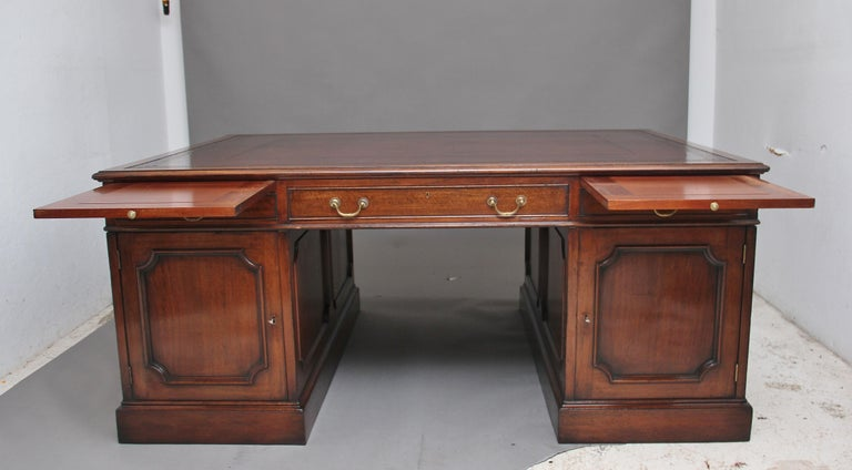 Large Early 20th Century Mahogany Partners Desk For Sale 6
