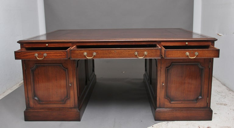 Large Early 20th Century Mahogany Partners Desk For Sale 8