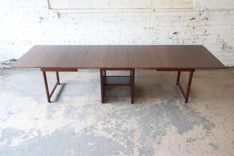 Large Edward Wormley for Dunbar Mahogany Extension Dining Table In Excellent Condition For Sale In South Bend, IN