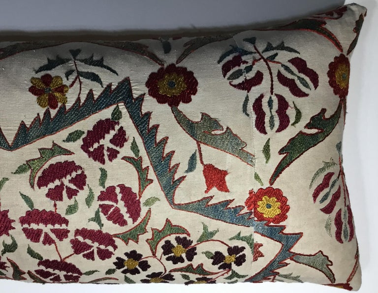 Large Embroidery Suzani Pillow In Good Condition For Sale In Delray Beach, FL
