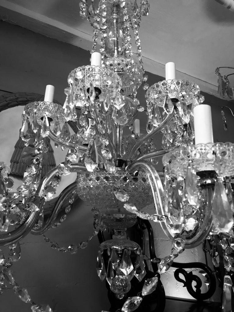 Large English Cut-Glass Chandelier In Good Condition In London, GB