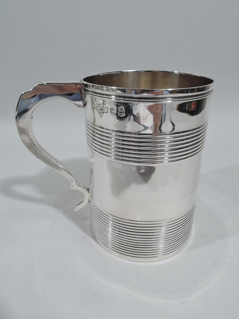 Large English Georgian Sterling Silver Mug In Good Condition In New York, NY
