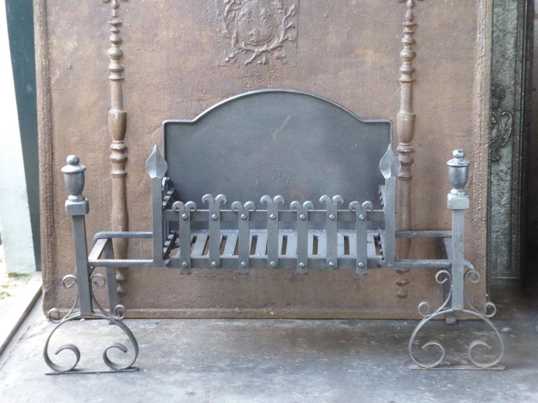 English Neo Gothic fireplace basket or fire basket. The fireplace grate is made of wrought iron and cast iron. The total width of the front of the grate is 41 inch (104 cm).