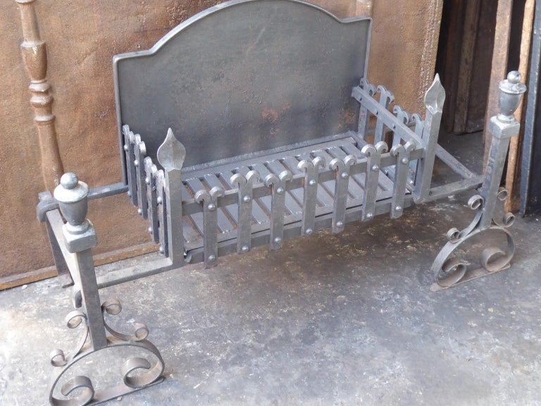 Large English Neo Gothic Fireplace Grate, Fire Grate In Good Condition For Sale In Amerongen, NL