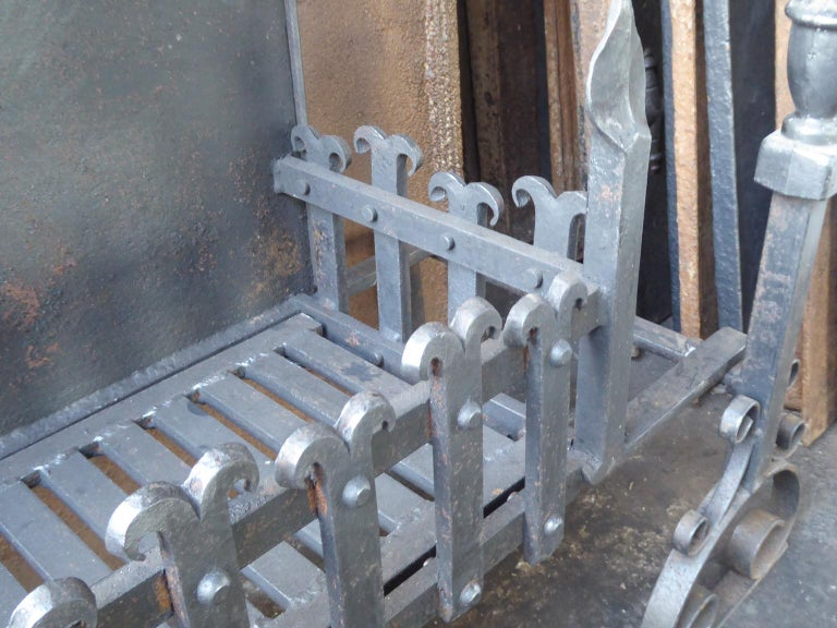 Large English Neo Gothic Fireplace Grate, Fire Grate For Sale 2